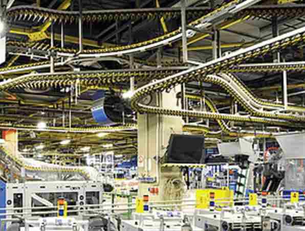 industrilokal som symboliserar garageportar i industrin